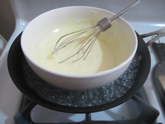 hollandaise-simmering