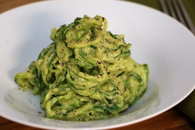 creamy-cheesy-avocado-pasta-upclose