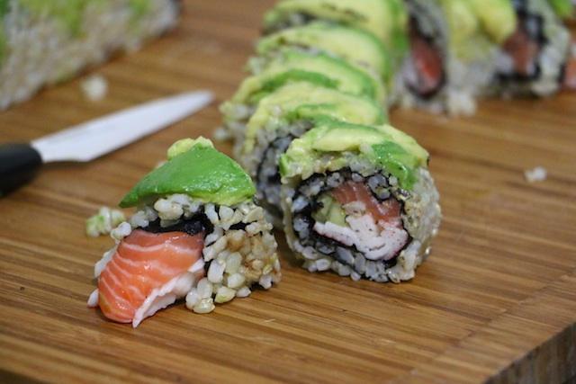 avocado-brown-rice-sushi-cut
