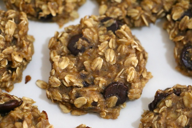 healthy-peanut-butter-oatmeal-cookies-up-close