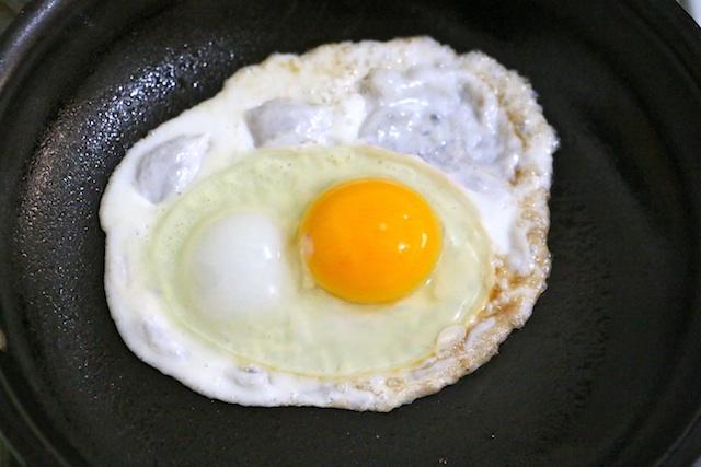 up-close-fried-egg