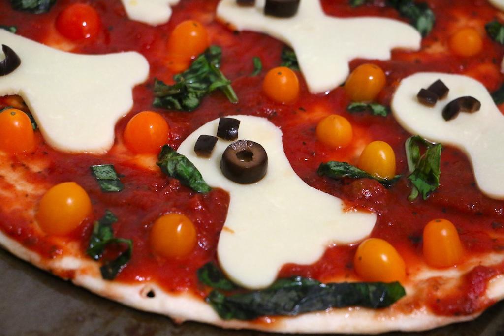 halloween-ghost-pizza.jpg