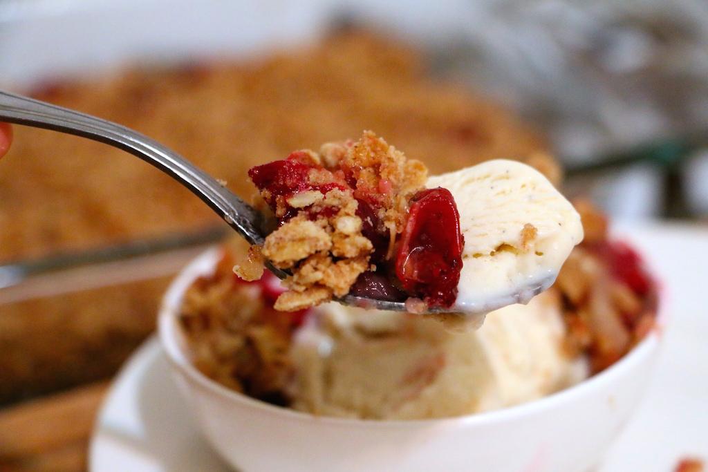 cranberry-pear-fruit-crisp-upclose
