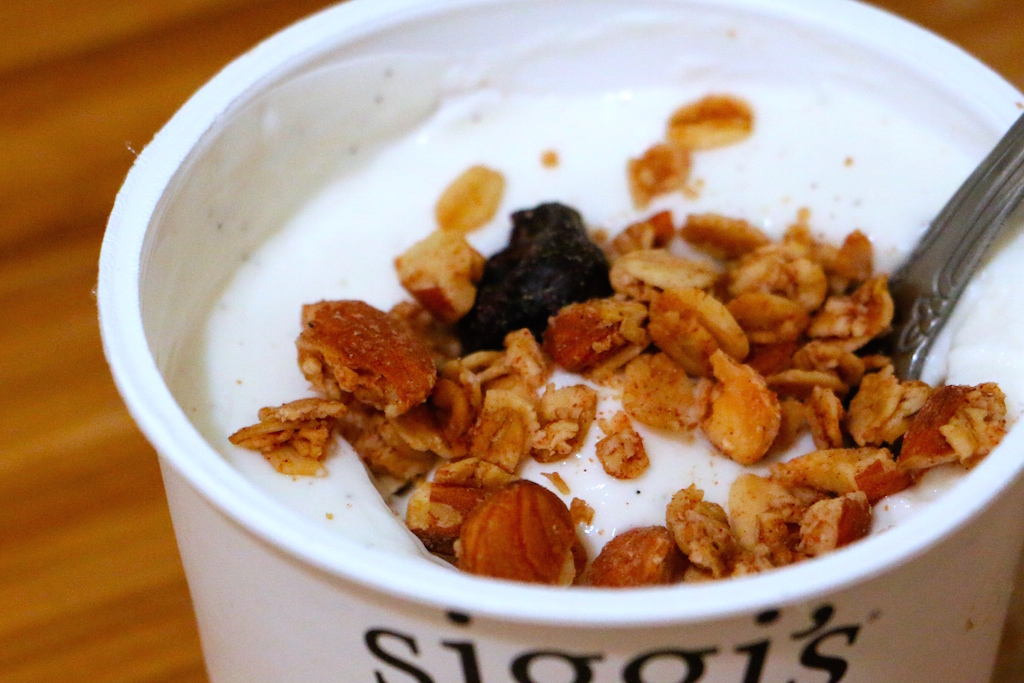 granola-yogurt