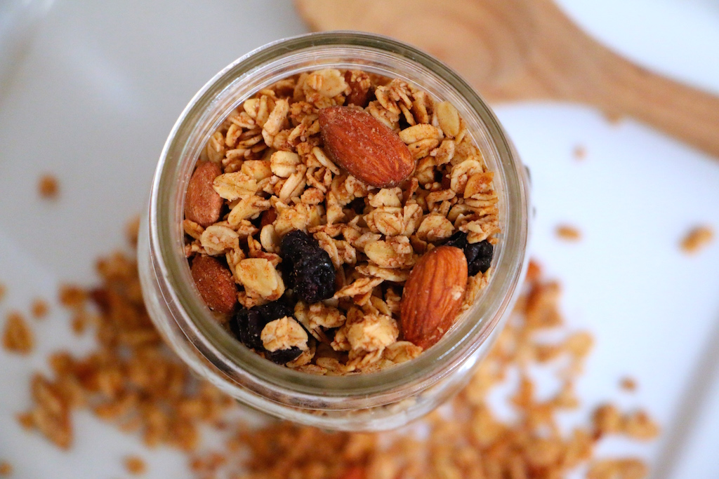 healthy-bluberry-cinnamon-granola