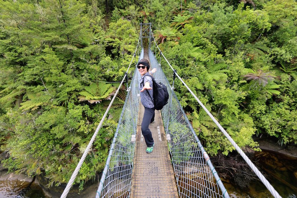 abel-tasman-hike-swing-bridge