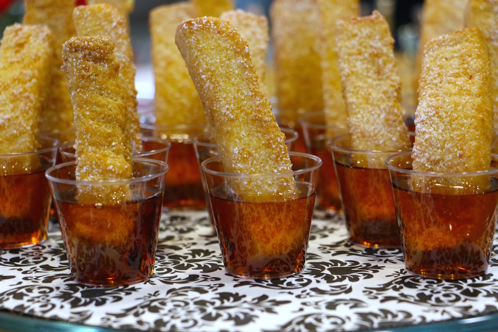 french-toast-sticks-in-maple-syrup