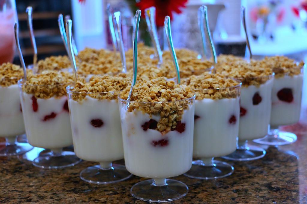 mini-yogurt-parfait-brunch