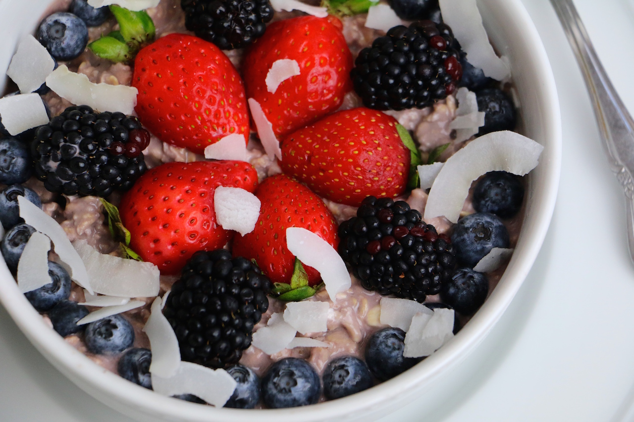 overnight-oats-berries-up-close