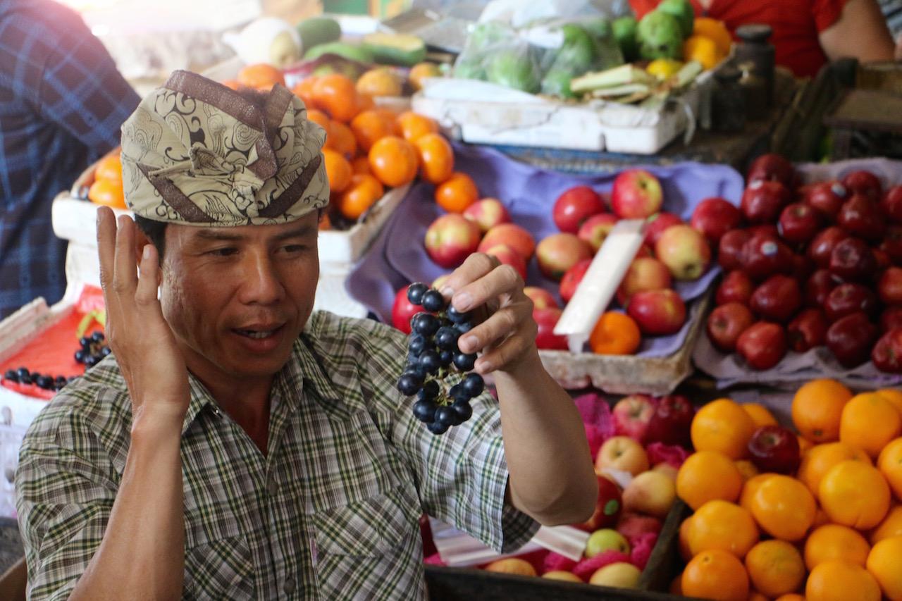 ubud-bali-market-fruits