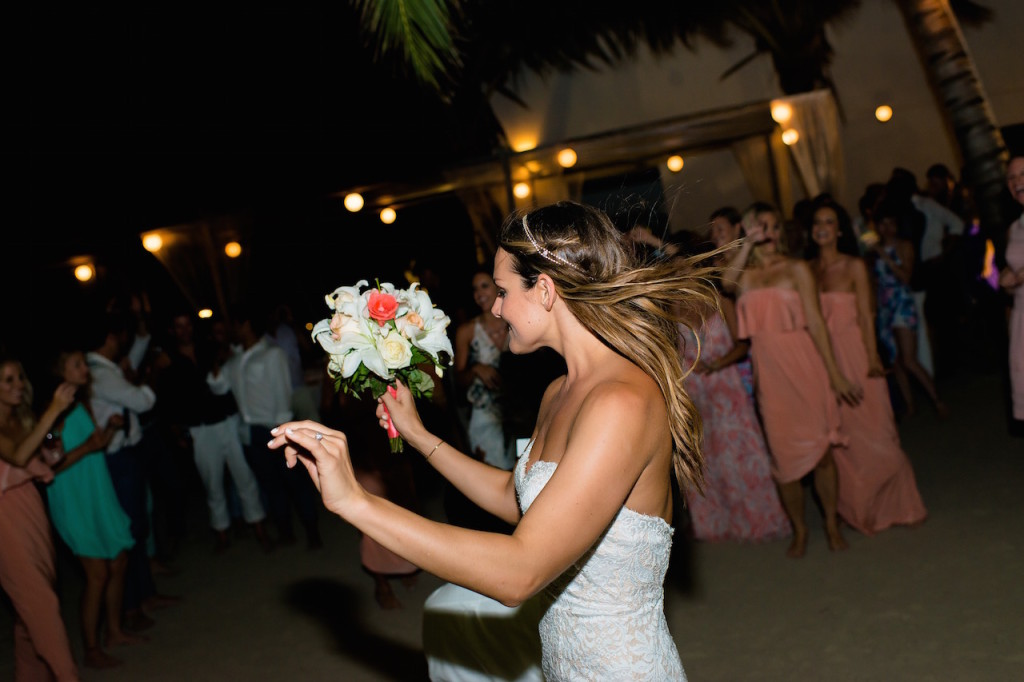 whitney-bouquet-toss