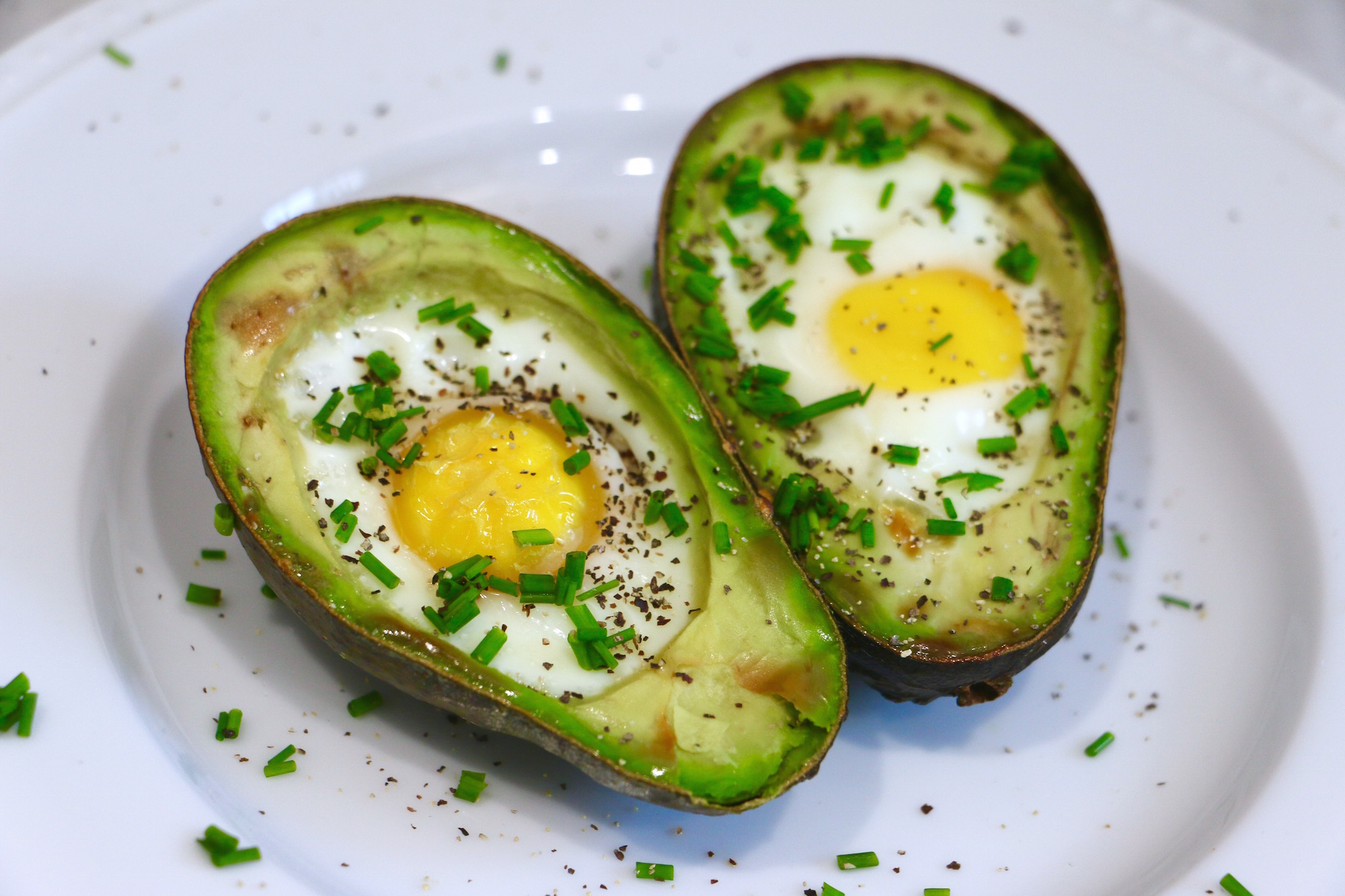 Baked Avocado Egg Boats