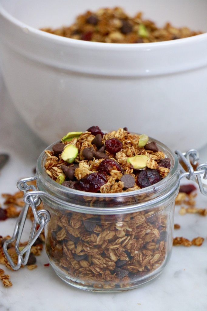 Homemade Dark Chocolate Granola with Pistachios